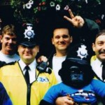 1998 uk tour - mark wright warren baker glenn peatling and shannon renouf meet the local cops - aprl98-034